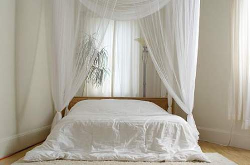 white-curtains-bedroom